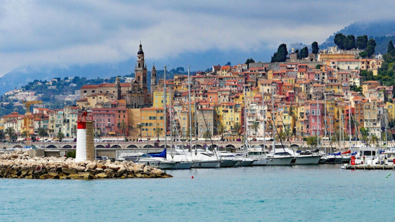 Fascinating coastline from Cassis to the Italian border through Nice, Cannes and Saint-Tropez