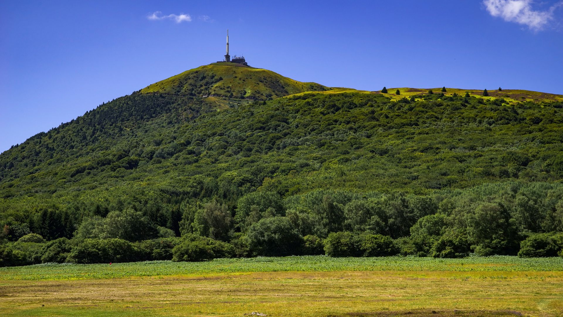FRENCH VOLCANOES IN AUVERGNE