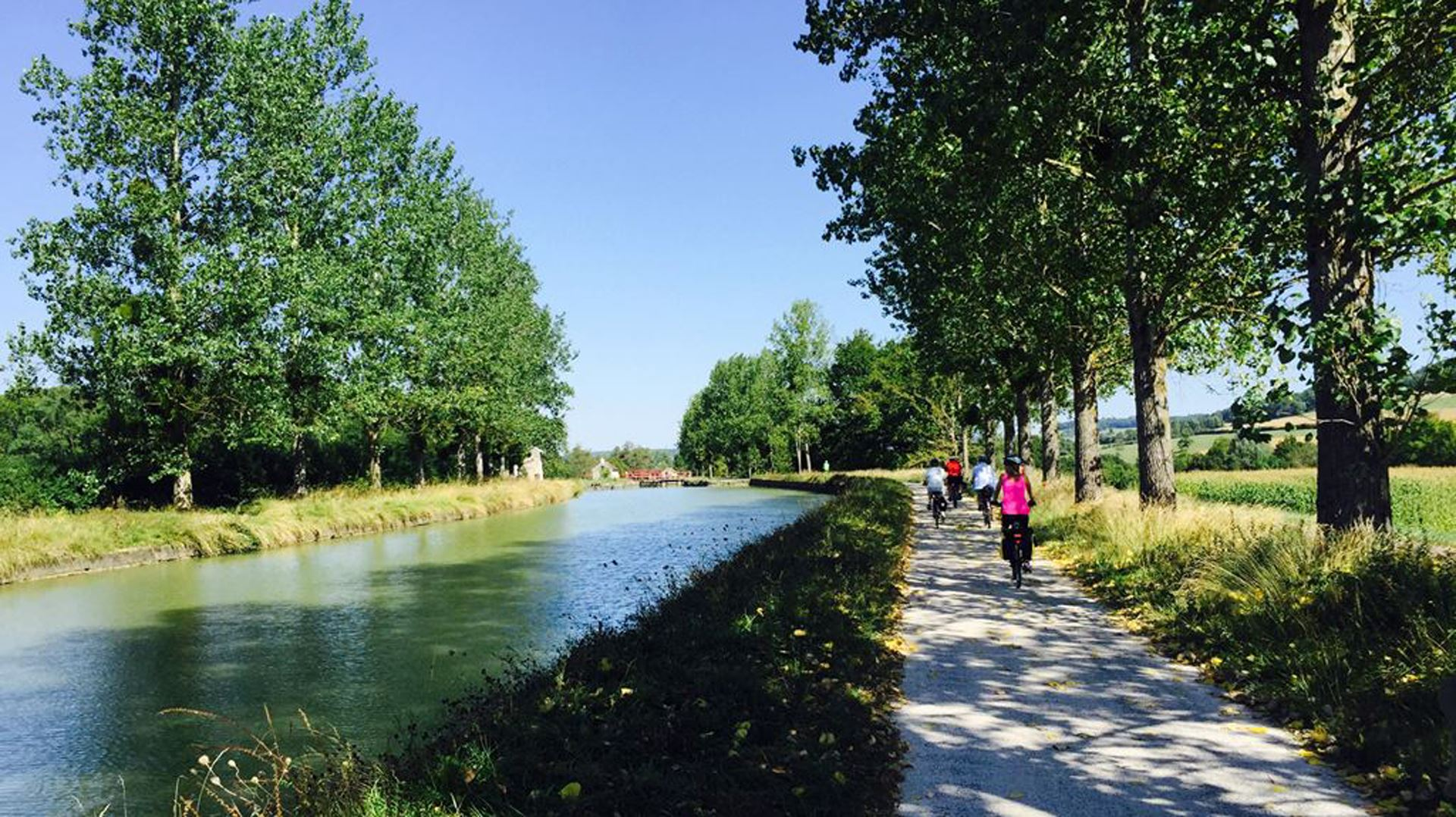 BY BIKE ALONG THE CANALS IN BURGUNDY